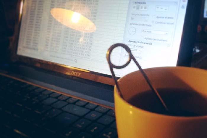 Cuando se trabaja en un artículo la vida se mide en cafés y tés :P