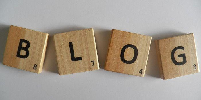 Fichas formando la palabra blog