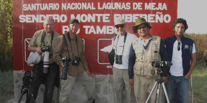 Observando fauna en el Santuario Nacional Lagunas de Mejía